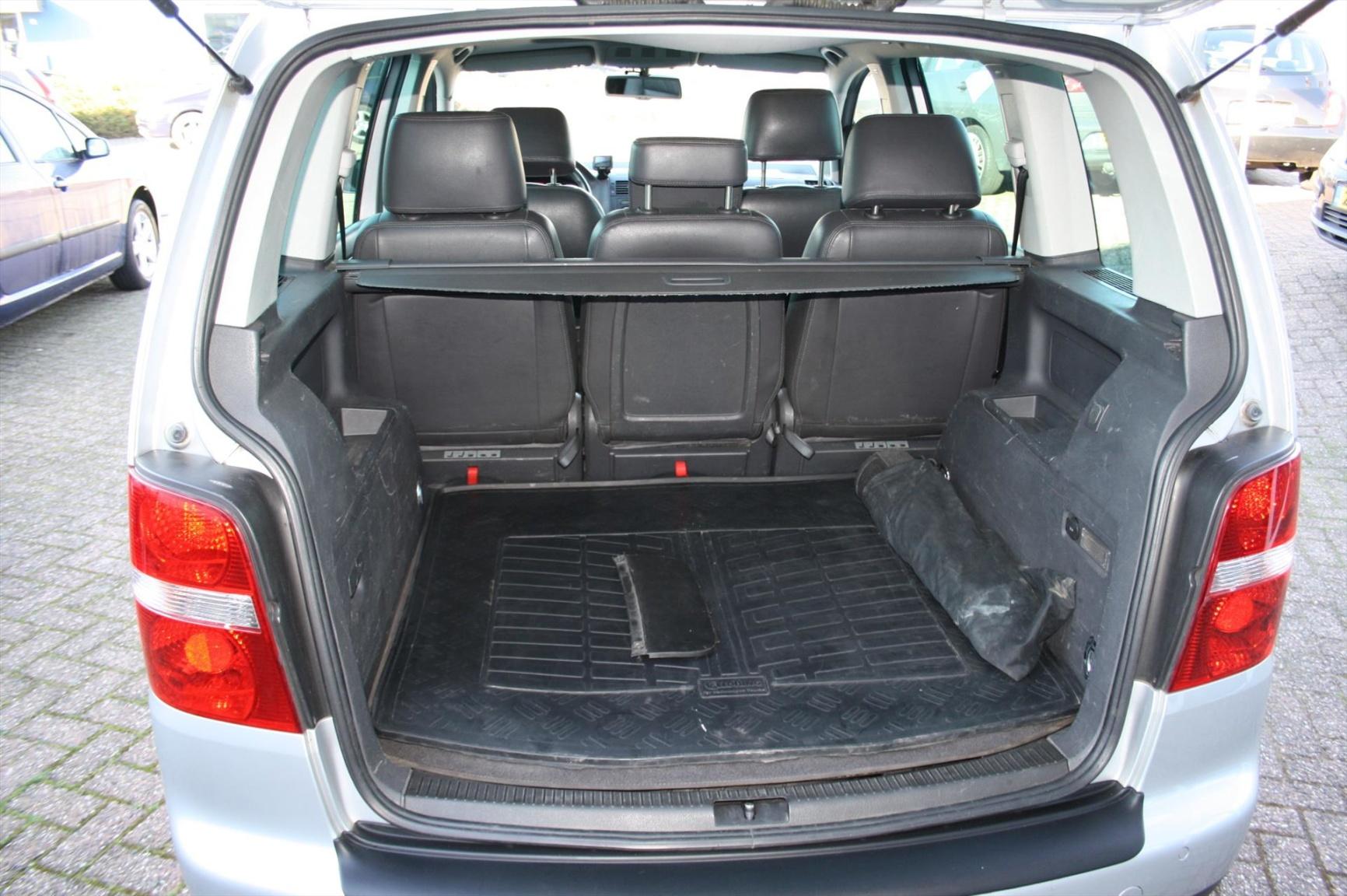 Volkswagen-Touran-16