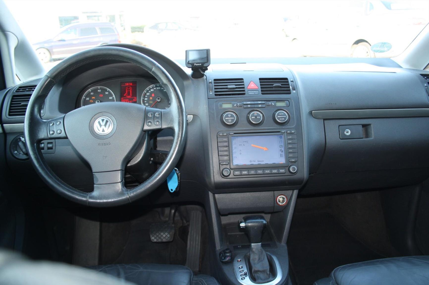 Volkswagen-Touran-15