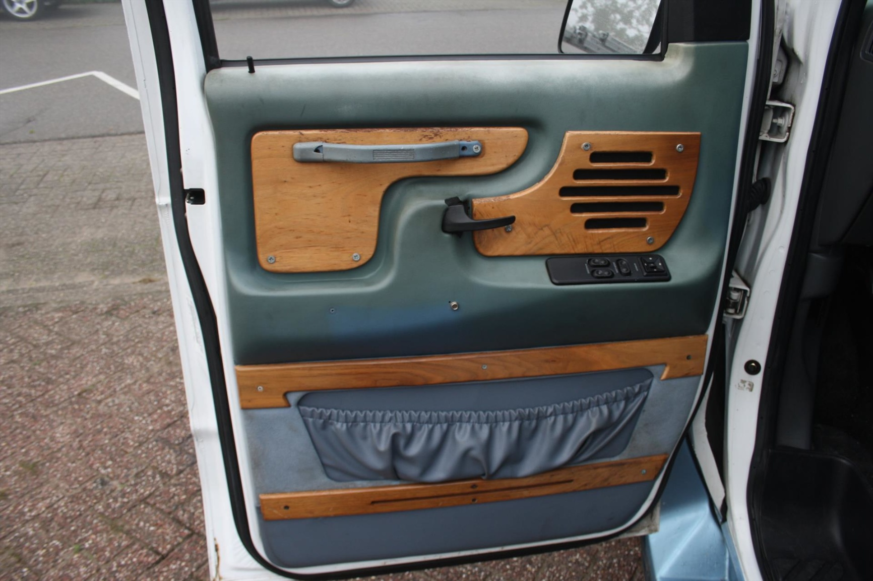 Ford-Camper-10